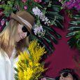 """Tonya Kinzinger et Rayane Bensetti - Première bataille de fleurs sur la Promenade des Anglais lors du 131ème carnaval de Nice """"Roi de la Musique"""", avec une partie des membres de """"Danse avec les stars"""", le 18 février 2015."""