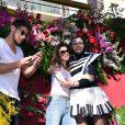 """Tonya Kinzinger, Rayane Bensetti et Denitsa Ikonomova - Première bataille de fleurs sur la Promenade des Anglais lors du 131ème carnaval de Nice """"Roi de la Musique"""", avec une partie des membres de """"Danse avec les stars"""", le 18 février 2015."""