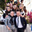 """Jean-Marc Généreux et Chris Marques - Première bataille de fleurs sur la Promenade des Anglais lors du 131ème carnaval de Nice """"Roi de la Musique"""", avec une partie des membres de """"Danse avec les stars"""", le 18 février 2015."""