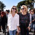 """Tonya Kinzinger et Katrina Patchett - Première bataille de fleurs sur la Promenade des Anglais lors du 131ème carnaval de Nice """"Roi de la Musique"""", avec une partie des membres de """"Danse avec les stars"""", le 18 février 2015."""