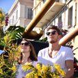 """Rayane Bensetti et Denitsa Ikonomova - Première bataille de fleurs sur la Promenade des Anglais lors du 131ème carnaval de Nice """"Roi de la Musique"""", avec une partie des membres de """"Danse avec les stars"""", le 18 février 2015."""