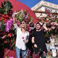 """Tonya Kinzinger et Guillaume Foucault - Première bataille de fleurs sur la Promenade des Anglais lors du 131ème carnaval de Nice """"Roi de la Musique"""", avec une partie des membres de """"Danse avec les stars"""", le 18 février 2015."""