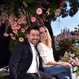 """Tonya Kinzinger et Chris Marques - Première bataille de fleurs sur la Promenade des Anglais lors du 131ème carnaval de Nice """"Roi de la Musique"""", avec une partie des membres de """"Danse avec les stars"""", le 18 février 2015."""