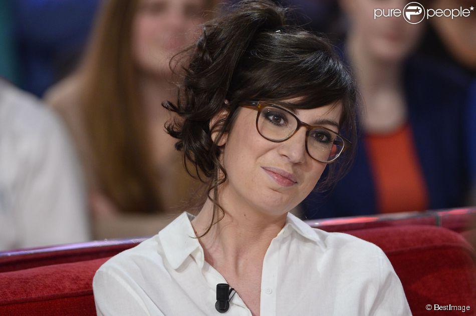 """L'humoriste Nora Hamzawi - Enregistrement de l'émission """"Vivement Dimanche"""" à Paris le 18 Fevrier 2015."""
