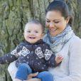 La princesse Estelle de Suède et sa mère la princesse Victoria photographiées par Kate Gabor en avril 2013