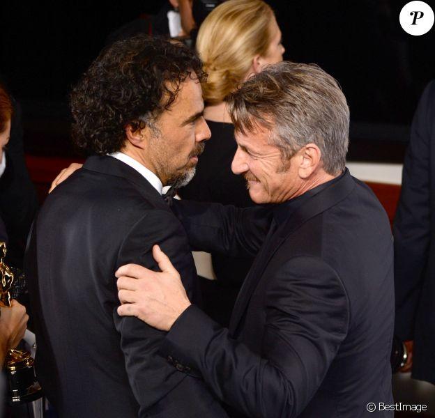 Alejandro G. Inarritu et Sean Penn - Press Room lors de la 87ème cérémonie des Oscars à Hollywood, le 22 février 2015.