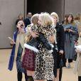 Cara Delevingne et Lily Donaldson arrivent aux Kensington Gardens pour assister au défilé Burberry Prorsum automne-hiver 2015-2016. Londres, le 23 février 2015.