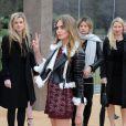 Cara Delevingne arrive aux Kensington Gardens pour assister au défilé Burberry Prorsum automne-hiver 2015-2016. Londres, le 23 février 2015.