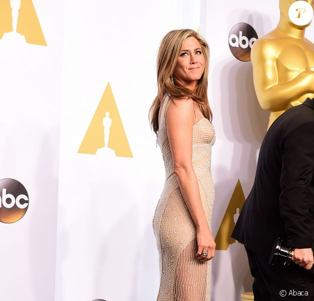 Jennifer Aniston dans une robe Atelier Versace - 87e cérémonie des Oscars à Los Angeles le 22 février 2015