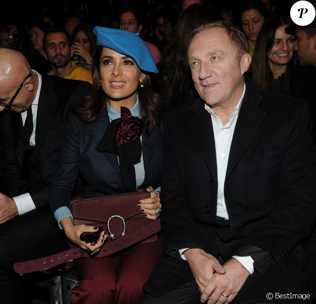 Salma Hayek et son mari François-Henri Pinault assistent au défilé Gucci automne-hiver 2015-2016 à Milan. Le 25 février 2015.