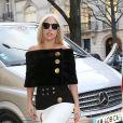 Lady Gaga devant la boutique Balenciaga à Paris le 5 mars 2015.