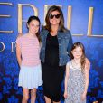 Tiffani Thiessen, enceinte, prend la pose à une projection de Cendrillon, à Los Angeles le 8 mars 2015