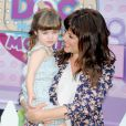 "Tiffani Thiessen et sa fille Harper Smith au ""Disney Doc Mobile Tour"" à New York, le 21 aout 2013."