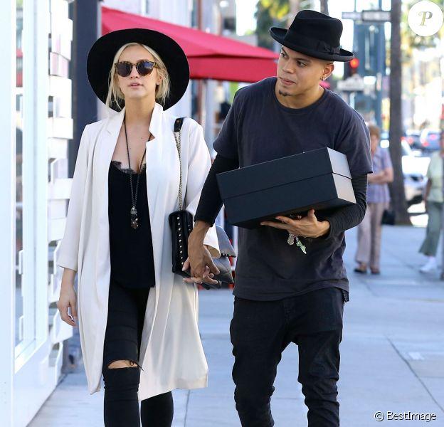 Exclusif - Ashlee Simpson enceinte et son mari Evan Ross font du shopping le jour de la Saint-Valentin à Beverly Hills, le 14 février 2015.