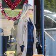 Exclusive - Ashlee Simpson enceinte et son mari Evan Ross rendent visite à un docteur avant déjeuner au restaurent Cafe La Conversation à Los Angeles le 9 février 2015
