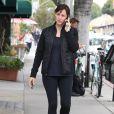 Jennifer Garner au téléphone dans les rues de Brentwood, le 11 mars 2015.