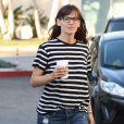 Jennifer Garner est allée chercher un café à emporter chez Starbucks à Santa Monica, le 16 mars 2015.