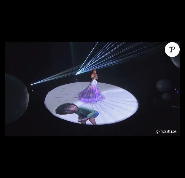 Jennifer Lopez interprète son dernier titre Feel The Light sur le plateau d'American Idol, le 19 mars 2015