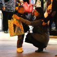 Ludivine Sagna et son fils Elias à Paris, au Disney Store le 14 mars 2015