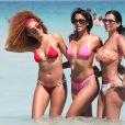 Leila Depina, Claudia Jordan et leur amie Christianne profitent d'un après-midi ensoleillé sur une plage de Miami. Le 24 mars 2015.