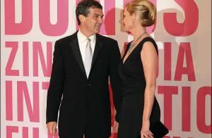 PHOTOS : Antonio Banderas met son pays... et sa femme Melanie Griffith à ses pieds !