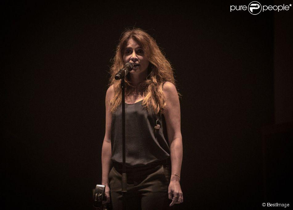 Julie Zenatti en concert à Lille le 27 mars 2015.