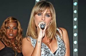 PHOTOS : En concert, Clara Morgane se donne... à fond !!!