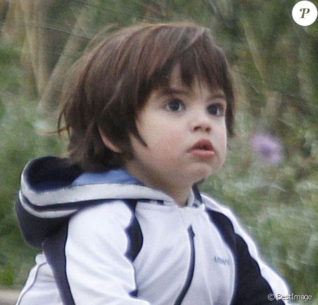 Milan Piqué, le fils de la chanteuse Shakira et de Gerard Piqué, commence déjà à jouer au foot à Barcelone, le 3 avril 2005.