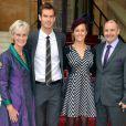 Andy Murray avec ses parents et sa fiancée Kim Sears à Buckingham Palace le 17 octobre 2013 lors d'une remise de décorations