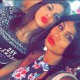 Jessica et sa soeur en Thaïlande, à Phuket, le 6 mars 2015.