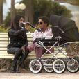 Exclusif - Giuseppe et sa compagne Hinda promènent leur fille Giulia, née le 24 février, dans les jardins du port Canto à Cannes. Le 4 avril 2015.
