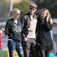 Jennie Garth et Peter Facinelli assistent au match de football de leurs filles Fiona et Lola a Los Angeles, avec leur fille ainee Luca Bella. Peter Facinelli et Jennie Garth se sont separes en mars 2012.
