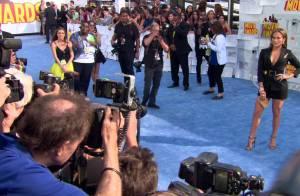 Emily Ratajkowski et Jennifer Lopez : Combat de bombes aux MTV Movie Awards