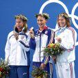 Camelia Potec entouré de Federica Pellegrini et Solenne Figues lors du 200 m nage libre aux Jeux olympiques d'Athènes, le 17 août 2004