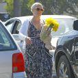 Exclusif - Pink est allée acheter des fleurs et un lapin en peluche à Malibu, le 28 mars 2015