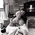 Sur Twitter, la chanteuse Pink a ajouté une photo avec sa fille Willow et son mari Carey Hart le 13 décembre 2013