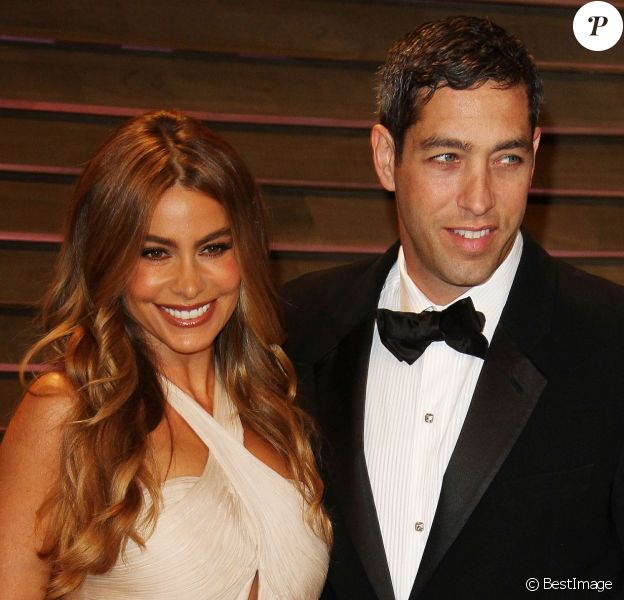 Sofia Vergara et son fiancé Nick Loeb à la Vanity Fair Oscar Party, au Sunset Plaza, West Hollywood, le 2 mars 2014.