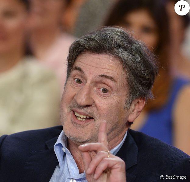 """Daniel Auteuil - Enregistrement de l'émission """"Vivement Dimanche"""" à Paris le 15 avril 2015."""