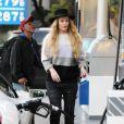 Iggy Azalea prend de l'essence puis va faire du shopping à Westwood, le 16 janvier 2015.