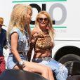 Britney Spears et Iggy Azalea, très sexy sur le tournage de leur nouveau clip à Studio City, le 9 avril 2015.