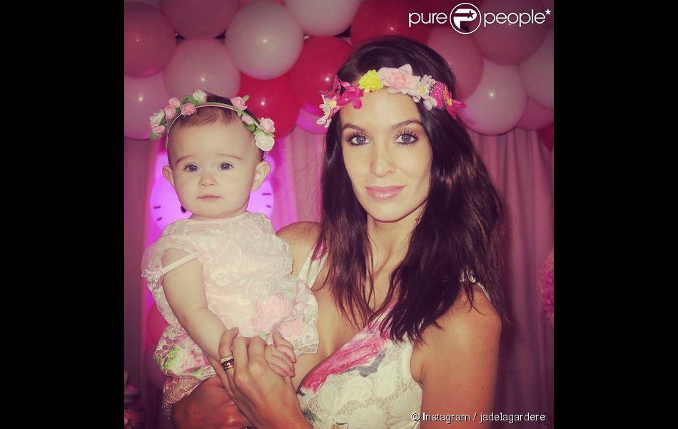 Jade Foret, épouse d'Arnaud Lagardère, sublime pour l'anniversaire de sa fille Mila (1 an). Mars 2015.