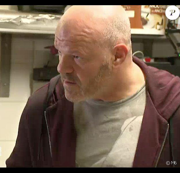 Le Top Chef Philippe Etchebest s'en prend violemment à un chef qui finit par fondre en larmes. Emission Cauchemar en cuisine sur M6. Lundi 4 mai.