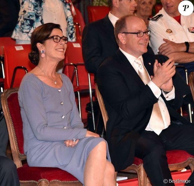 La princesse Caroline de Hanovre, le prince Albert II de Monaco, Elisabeth-Anne de Massy et sa fille Mélanie lors de la clôture de l'expo canine organisée par la Société canine de Monaco présidée par la baronne Elisabeth-Anne de Massy, le 10 mai 2015 au chapiteau de Fontvieille.