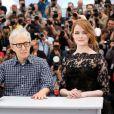 """Parker Posey, Woody Allen, Emma Stone - Photocall du film """"L'Homme irrationnel"""" (""""Irrational Man"""") lors du 68e Festival international du film de Cannes le 15 mai 2015"""