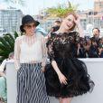 """Parker Posey, Emma Stone - Photocall du film """"L'Homme irrationnel"""" (""""Irrational Man"""") lors du 68e Festival international du film de Cannes le 15 mai 2015"""