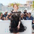 """Emma Stone dans une robe Oscar de la Renta - Photocall du film """"L'Homme irrationnel"""" (""""Irrational Man"""") lors du 68e Festival international du film de Cannes le 15 mai 2015"""