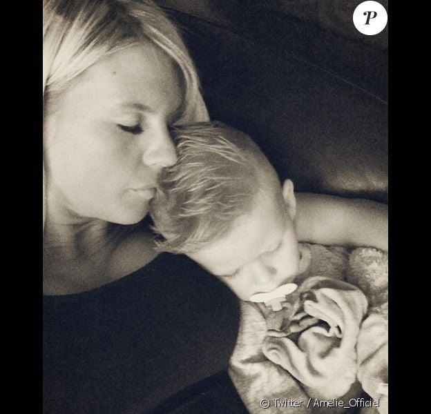 Après le tournage d'Hollywood Girls 4, Amélie Neten a retrouvé son fils Hugo. Août 2014.