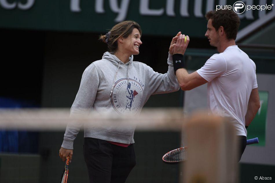 Andy Murray et Amélie Mauresmo, complices à l'entraînement à Roland-Garros à Paris le 19 mai 2015