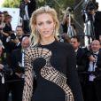"""Anja Rubik - Montée des marches du film """"Youth"""" lors du 68e Festival de Cannes, le 20 mai 2015."""