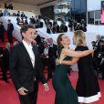 """Carole Bouquet, saluant une amie, et son compagnon Philippe Sereys de Rothschild - Montée des marches du film """"The Little Prince"""" (Le Petit Prince) lors du 68e Festival International du Film de Cannes, le 22 mai 2015."""